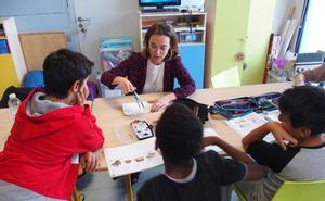 La alcaldesa renueva el apoyo municipal a los niños del programa 'Concilia'