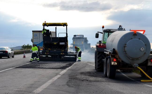 Comienza la renovación del firme de la carretera de Calahorra a San Adrián