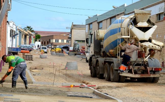 El final de la reurbanización de la calle Algarrada se retrasa al 30 de junio