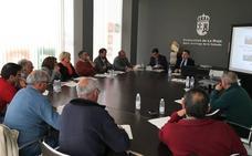 Cuevas informa a los alcaldes de la comarca de Santo Domingo sobre la regulación del suelo