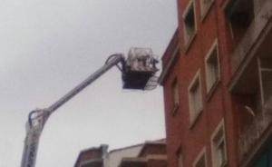 Doble salida de los bomberos para retirar enjambres en Logroño