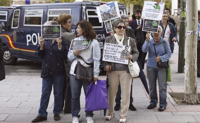 Archivada la causa general por las preferentes de Caja Madrid por no ver una «trama delictiva»