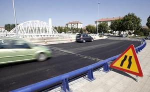 Un vehículo en sentido contrario se da a la fuga después de provocar un accidente triple con una niña herida
