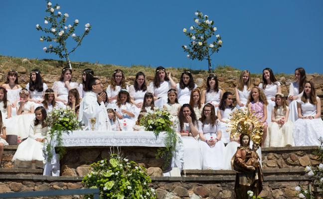 Cuarenta y nueve doncellas de blanco