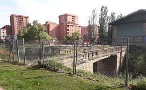 #Andestaba: puente sobre la vía del tren