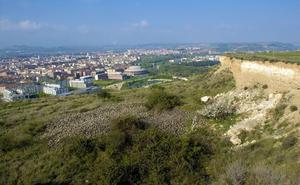 El PSOE pide a Gamarra que fije plazos para recuperar el Monte Cantabria y el Puente Mantible
