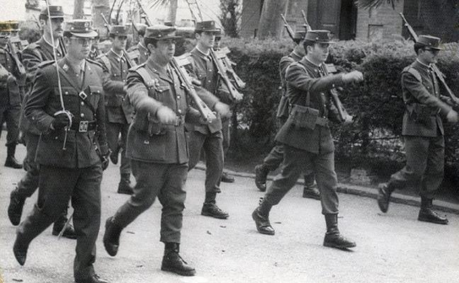La Retina: desfile militar en Logroño en los años 60