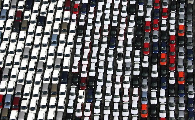 EE UU eleva su desafío comercial a la UE al amenazar con un arancel al automóvil