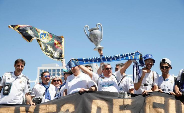 La afición blanca vive la final de Kiev