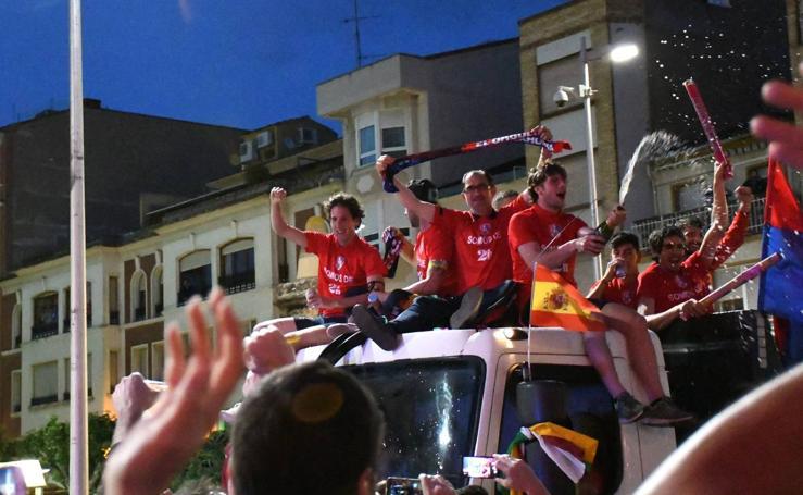 Los jugadores del Calahorra celebran su ascenso a Segunda B