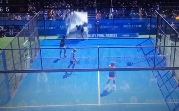 [VIDEO] Jugador sufre tremendo accidente en partido de pádel