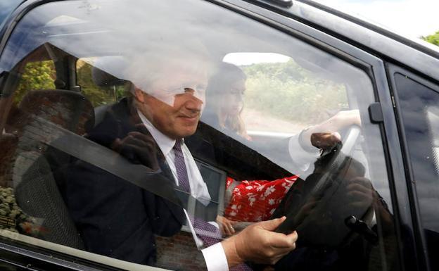 La candidatura de Boris Johnson, empañada por una denuncia, gritos y golpes