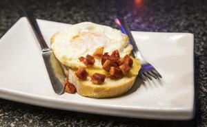 Tosta de huevo frito para el 'pincho pote'