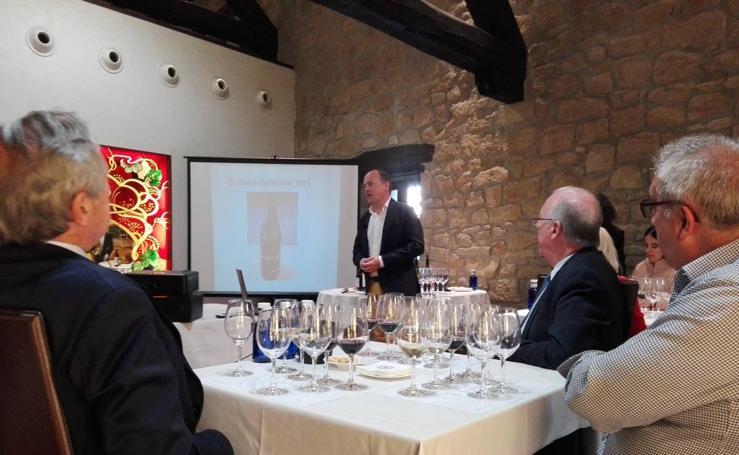 Bodegas Ollauri recorre los vinos de Rioja y del mundo