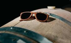 Laveta y Otazu se unen para crear unas gafas de sol con madera de barrica