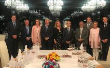 Comida con autoridades en Marqués de Cáceres