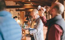 Tim Atkin visita 95 bodegas de Rioja y cata casi mil vinos de 200 operadores