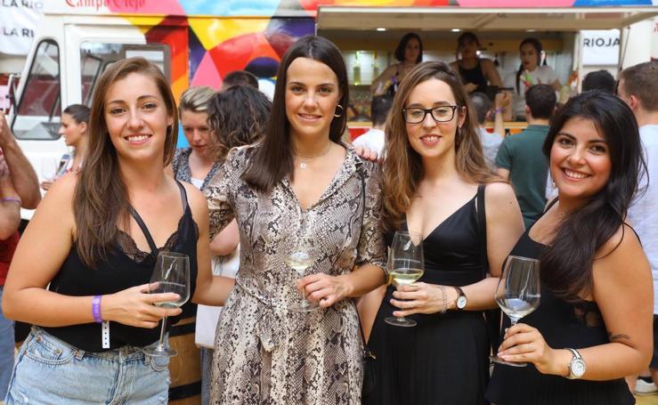 Los primeros brindis de 'Noches de vino/Días de Rioja'