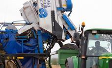 Las máquinas vendimian ya alrededor del 40% de la cosecha de uvas de Rioja