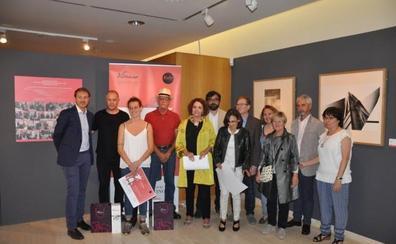 Vivanco reúne las obras ganadoras de los diez años de grabado y vino