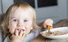 El método que permite a los bebés comer solos