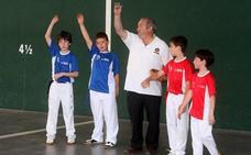 Más de 200 jóvenes practicarán pelota y natación en los campus de verano del Adarraga