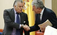 Bárcenas movió 10 millones de sus cuentas al verse investigado, según un agente