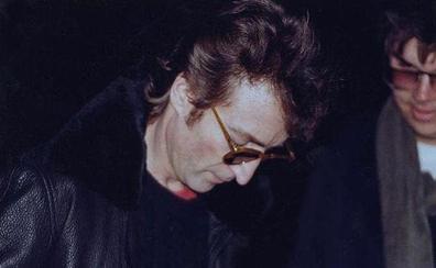 A la venta el disco que John Lennon firmó a su asesino antes de morir