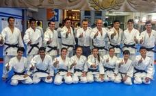 13 nuevos cinturones negros de judo en el gimnasio Pedro Fernández