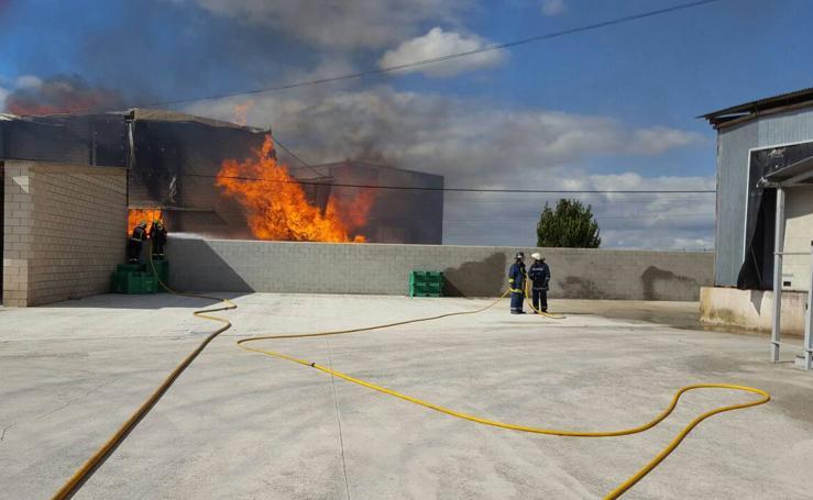 Envases Antón se incendia en Alfaro