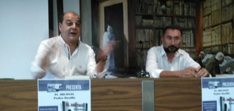 Pedro Rosillo presentó su libro 'El Arconte'