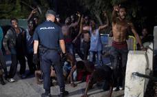 Cierran la frontera de Ceuta para mercancías por la presión migratoria