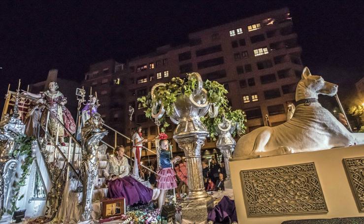 El lujo de disfrutar del Rioja, carroza ganadora del desfile de San Mateo