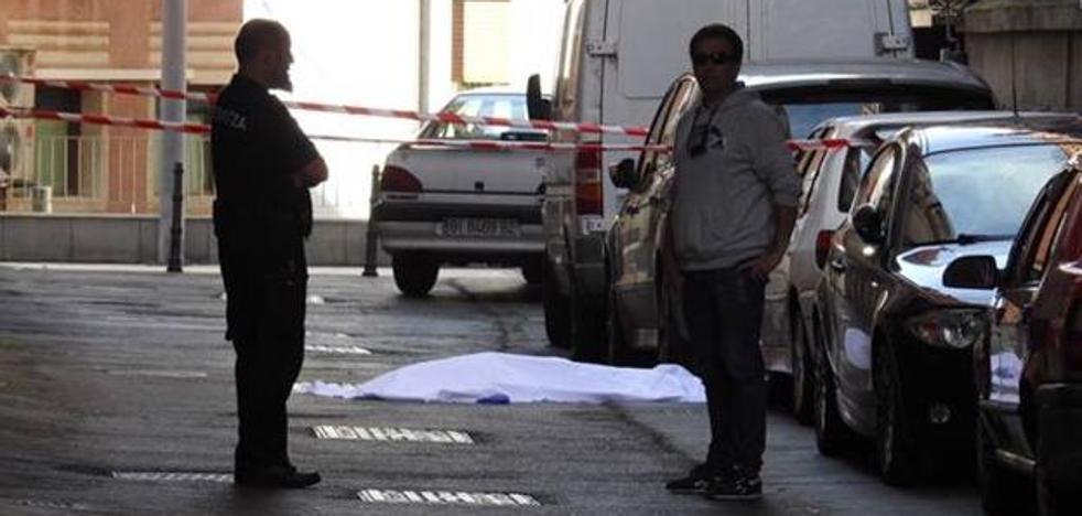 Mata a su mujer a cuchilladas en Vizcaya y se suicida saltando por la ventana