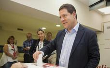 Page gana en Castilla-La Mancha y los sanchistas se imponen en Madrid y Murcia
