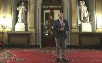 Pedro Sanz ofrece a Puigdemont debatir con Rajoy