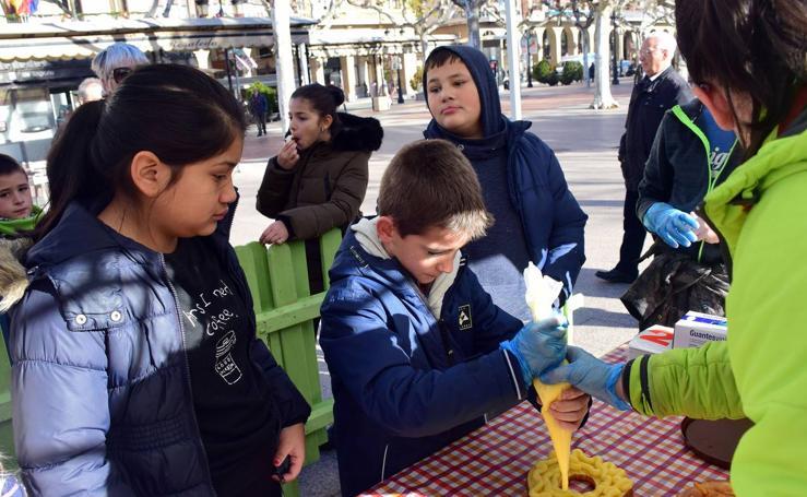 Taller infantil de elaboración de un roscón de Reyes en el Espolón de Logroño