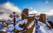 Clavijo cubierto de nieve, a vista de dron
