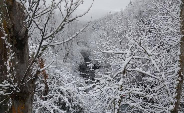La nieve y el hielo cubren La Rioja