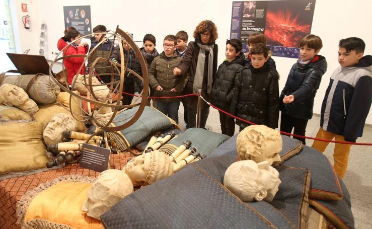 Visita a la exposición de las mujeres astrónomas