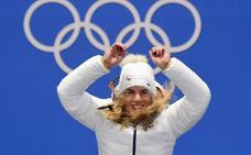 Ester Ledecka hace historia tras sumar el oro de snowboard al de esquí alpino