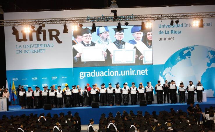 La UNIR congrega a 4.000 personas en su primera gala de graduación en Ecuador