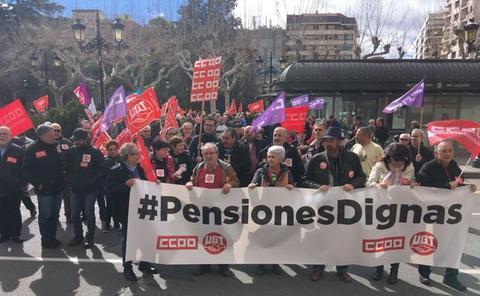 «Con mi bastón defiendo mi pensión»