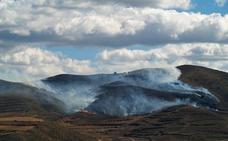 Arden treinta hectáreas de matorral entre Arnedo y Bergasa