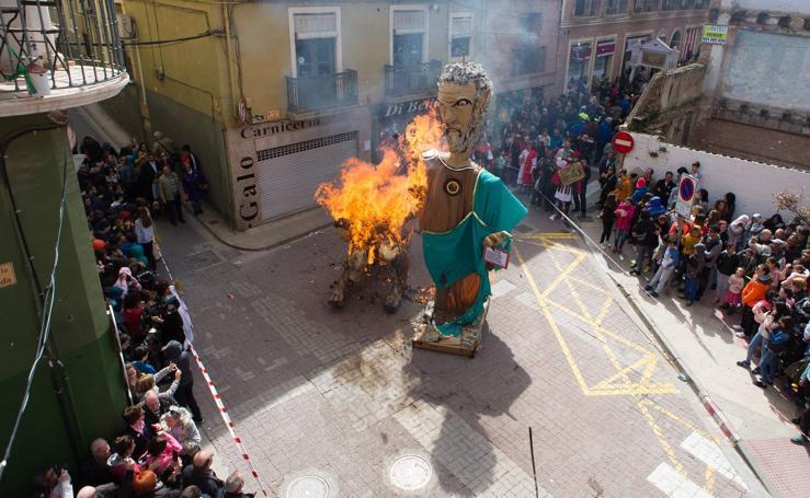 Alfaro quema a sus Judas (I)