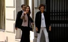 Una joven increpa a la reina Letizia a su salida de un acto en Madrid: «Fuera, antipática, floja»
