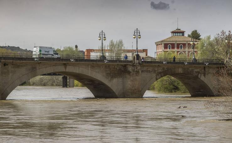 El Ebro y el Iregua suben en Logroño