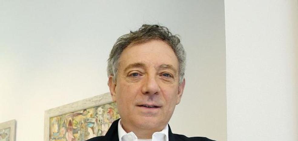 El poeta Juan Carlos Mestre ofrece hoy un recital en el IES Hermanos D'Elhuyar