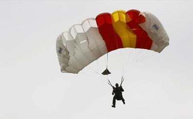 Guardia Real y paracaidistas despiertan el interés de los logroñeses