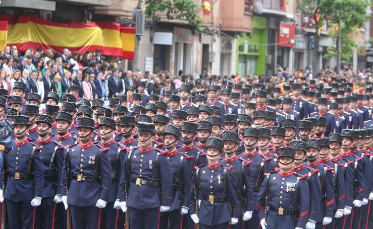 Desfile del Día de las Fuerzas Armadas en Logroño (I)